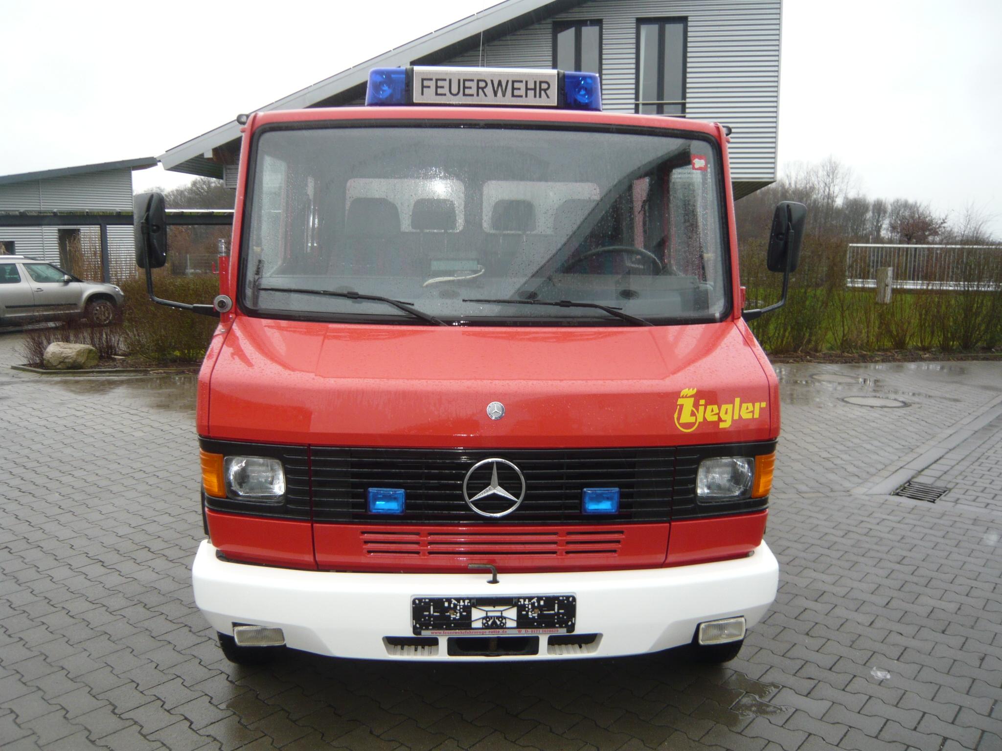Mercedes benz 510 tsf w ziegler 500 liter wassertank for Mercedes benz financial login