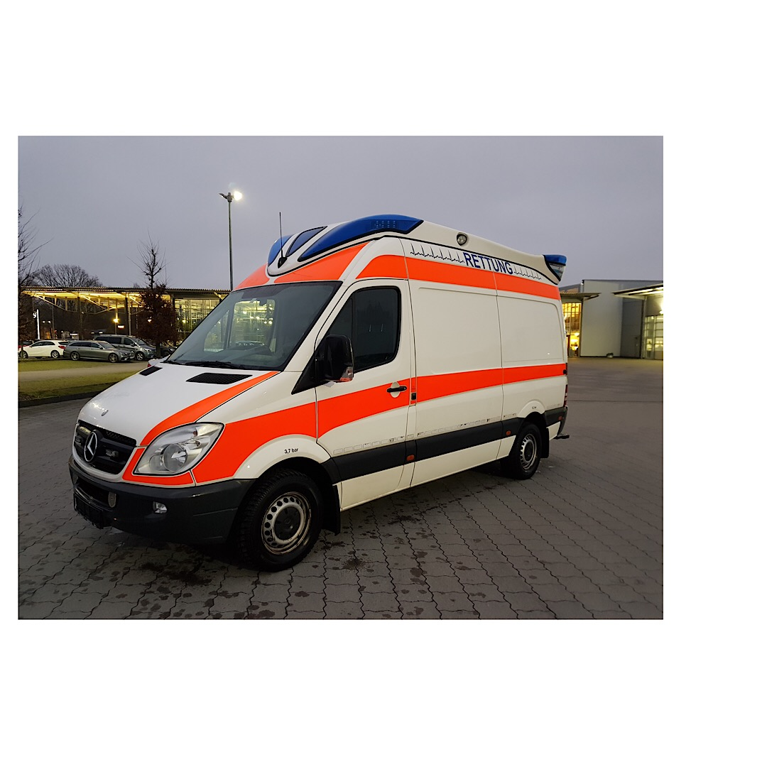 mercedes sprinter 316 cdi rtw 6 gang schalter baujahr 2011 ambulance mobile ausbau delfi 8888. Black Bedroom Furniture Sets. Home Design Ideas