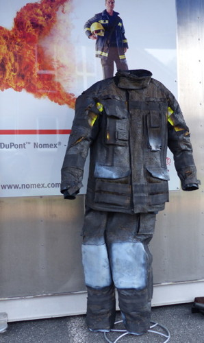 sicherheitskleidung im beflammungstest praxisseminar von dupont und dem verband deutscher. Black Bedroom Furniture Sets. Home Design Ideas