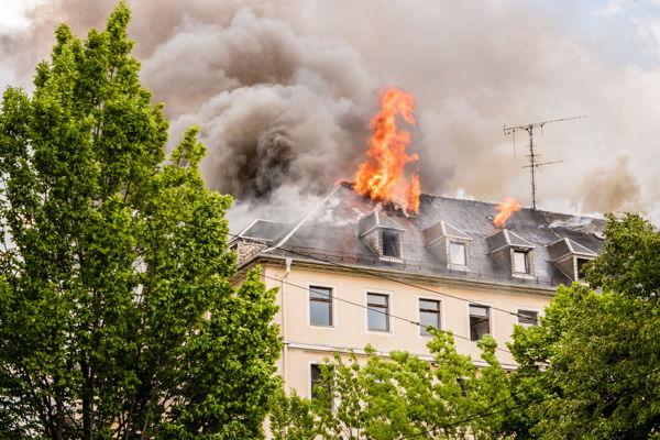 was tun wenns brennt vorbeugen verhalten im brandfall. Black Bedroom Furniture Sets. Home Design Ideas